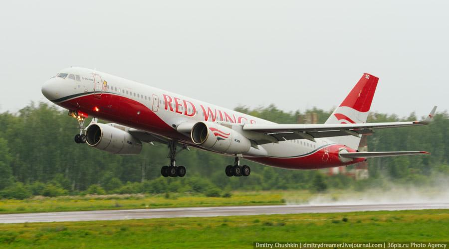 Ту-204-100В а/к «Red Wings» в Воронежском аэропорте