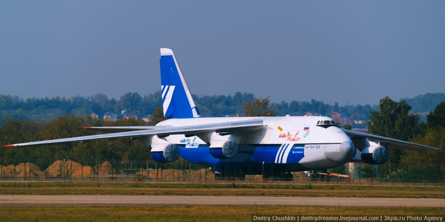 Самолет Ан-124-100 в Жуковском